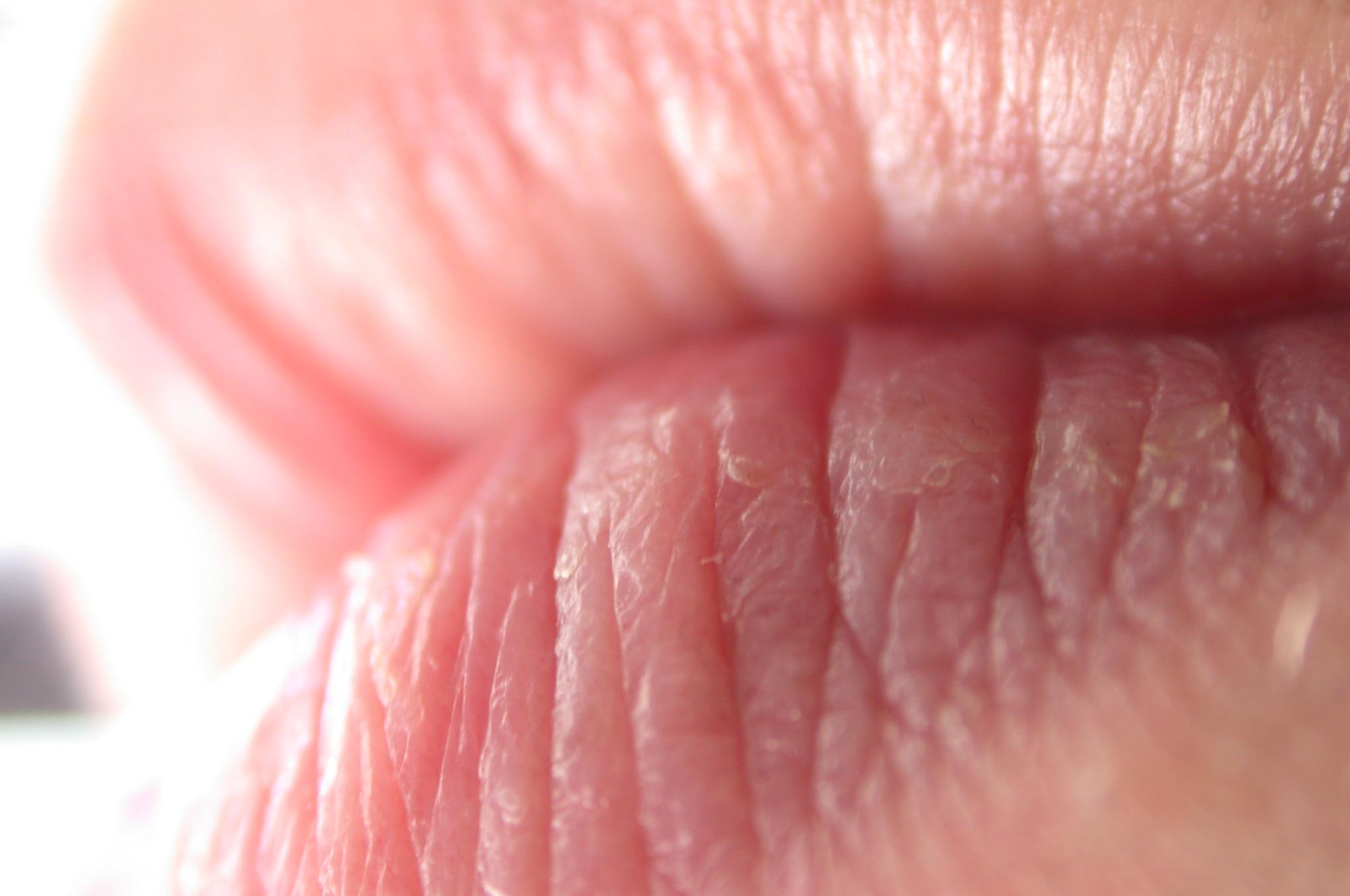 Спермачка на губах 12 фотография