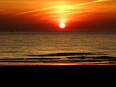 sun sundown horizon sea seaside view panorama waves evening romantic red