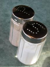objects household salt&peppa salt&pepper salt pepper s p can cans