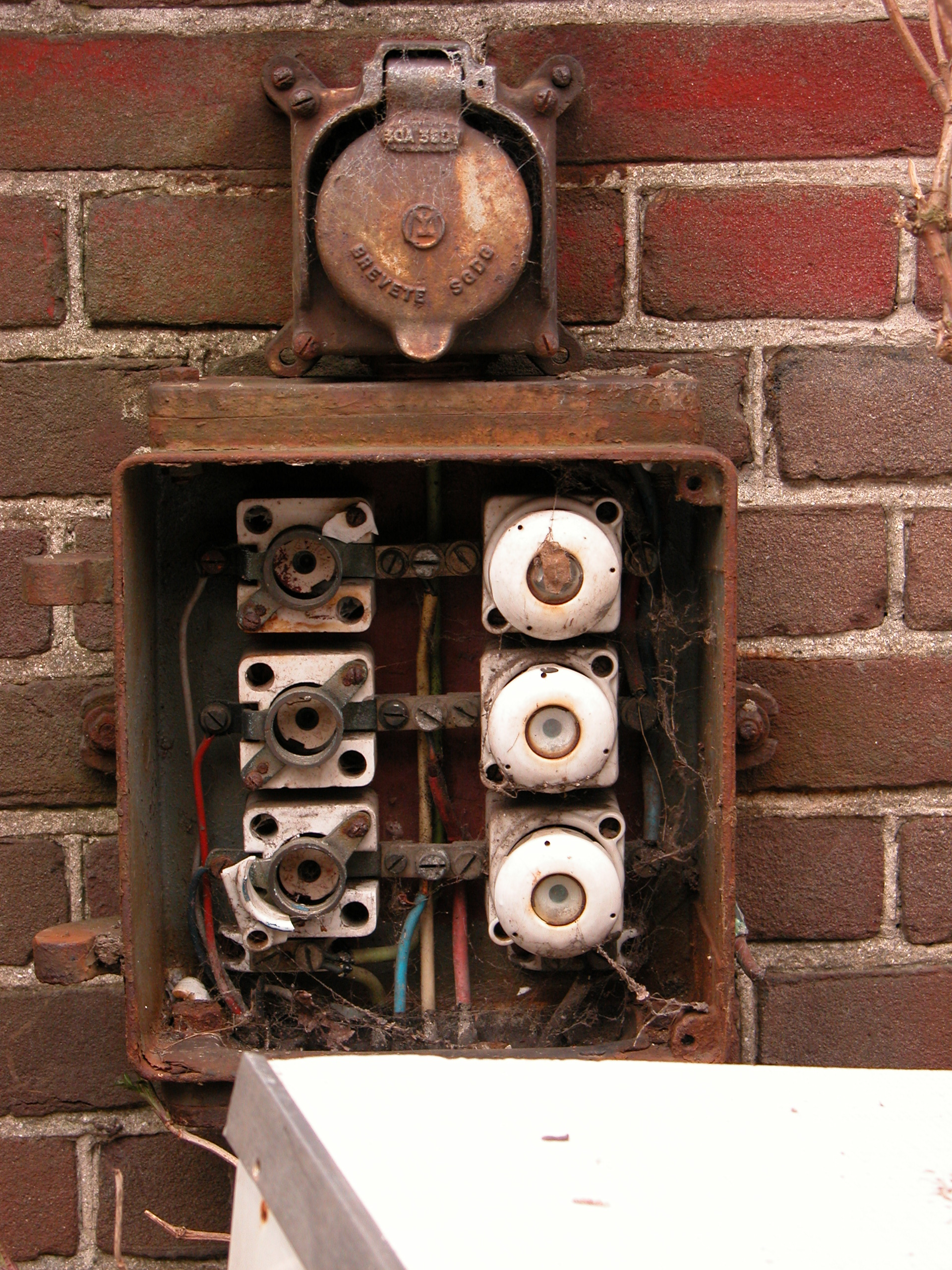 Imageafter Photos Fusebox Fuse Fuses Objects Circuits Rusted Old Box Help Terms