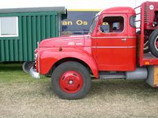 vehicles land truck red oldtimer side volvo