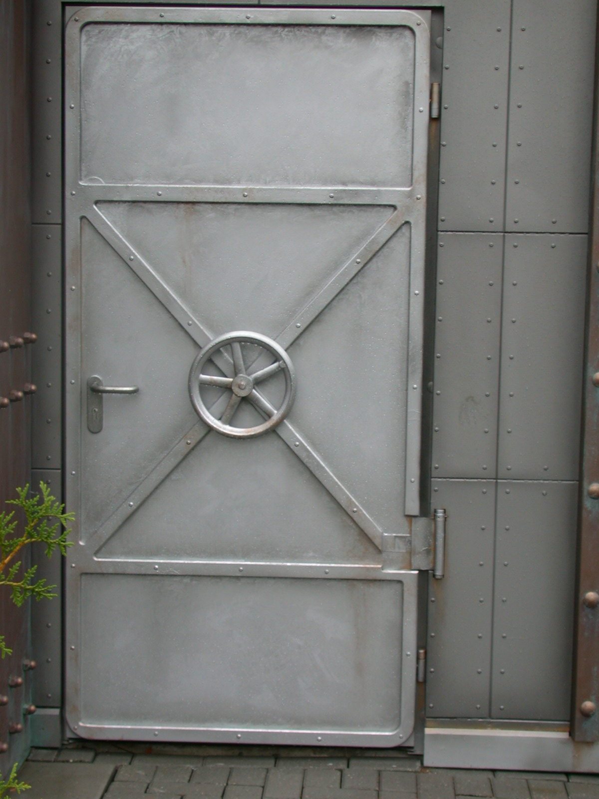 Image After Photo Steel Door With Valve Gray Lab Like