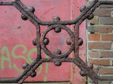 rusty fence metal stel red bolds