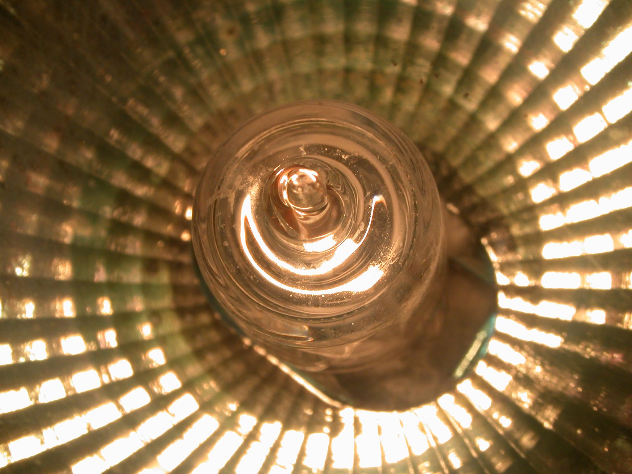 flash bulb flashbulb light flashlight refractal refract refracting gold shine glossy refelcting reflection shine shining shiny