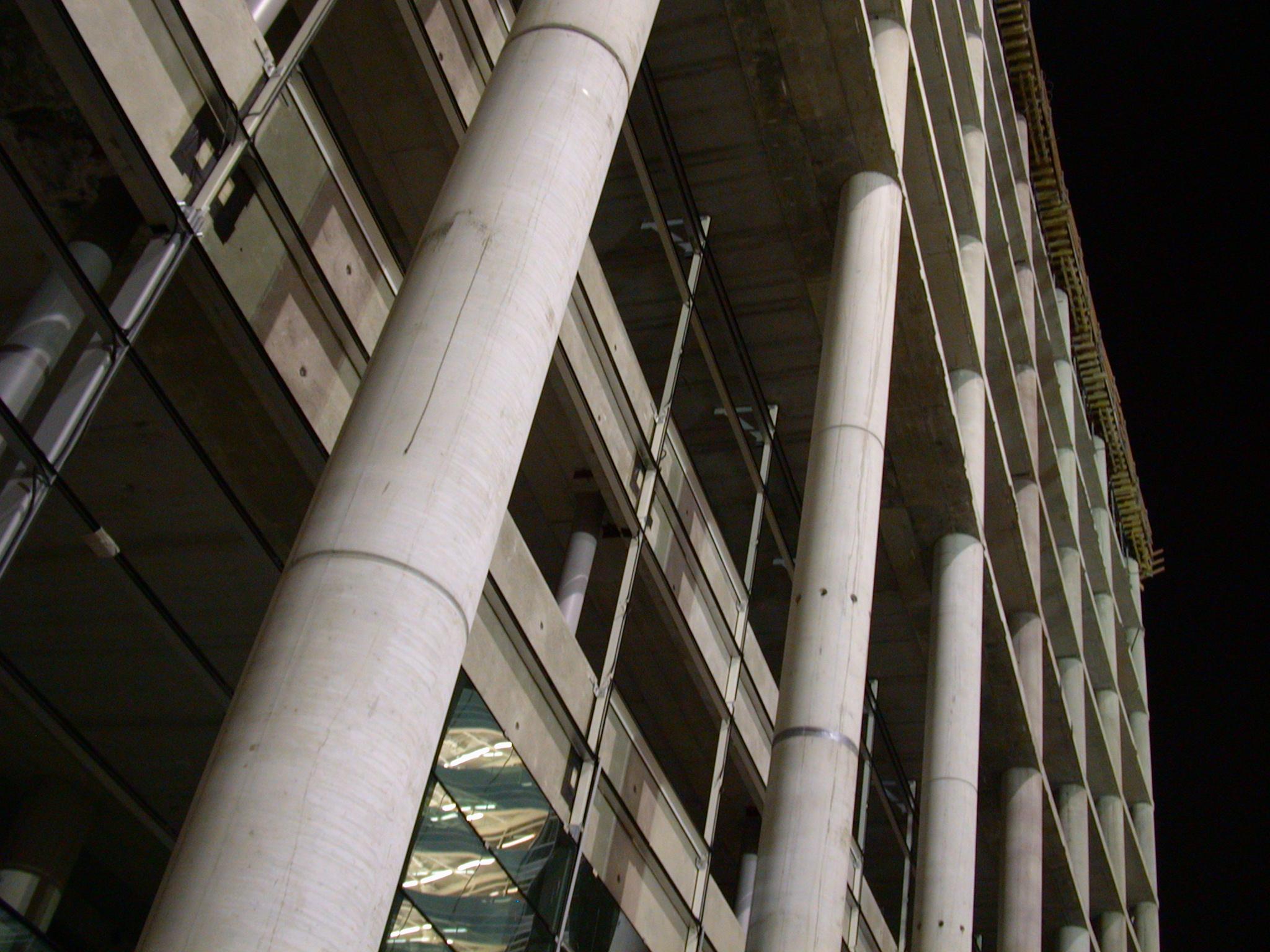 architecture exteriors concrete pillar column columns pillars buildingsite uwv night office building constructionsite