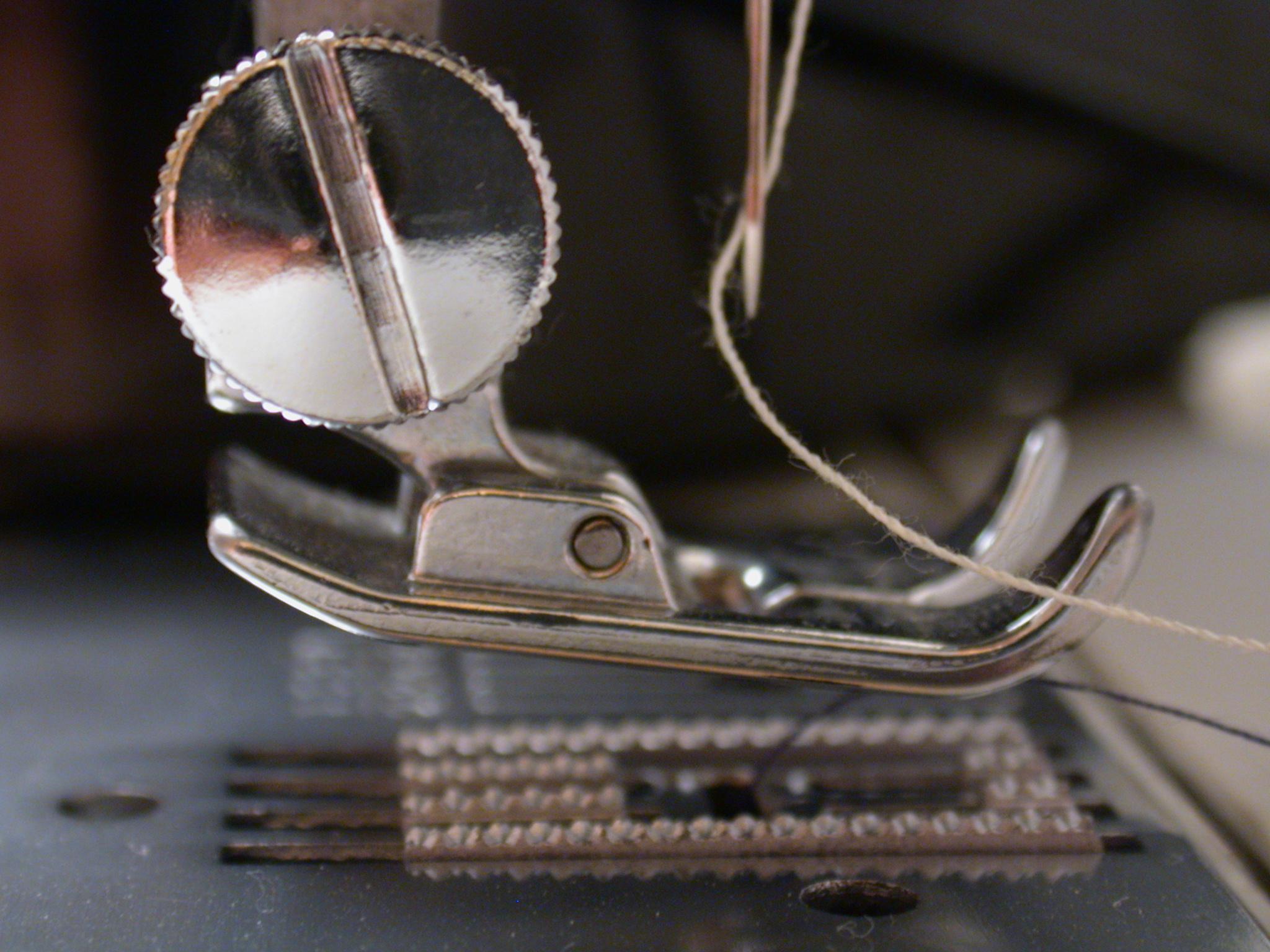 objects household sewing sew machine sewingmachine macro metal wheel thread chrome circle