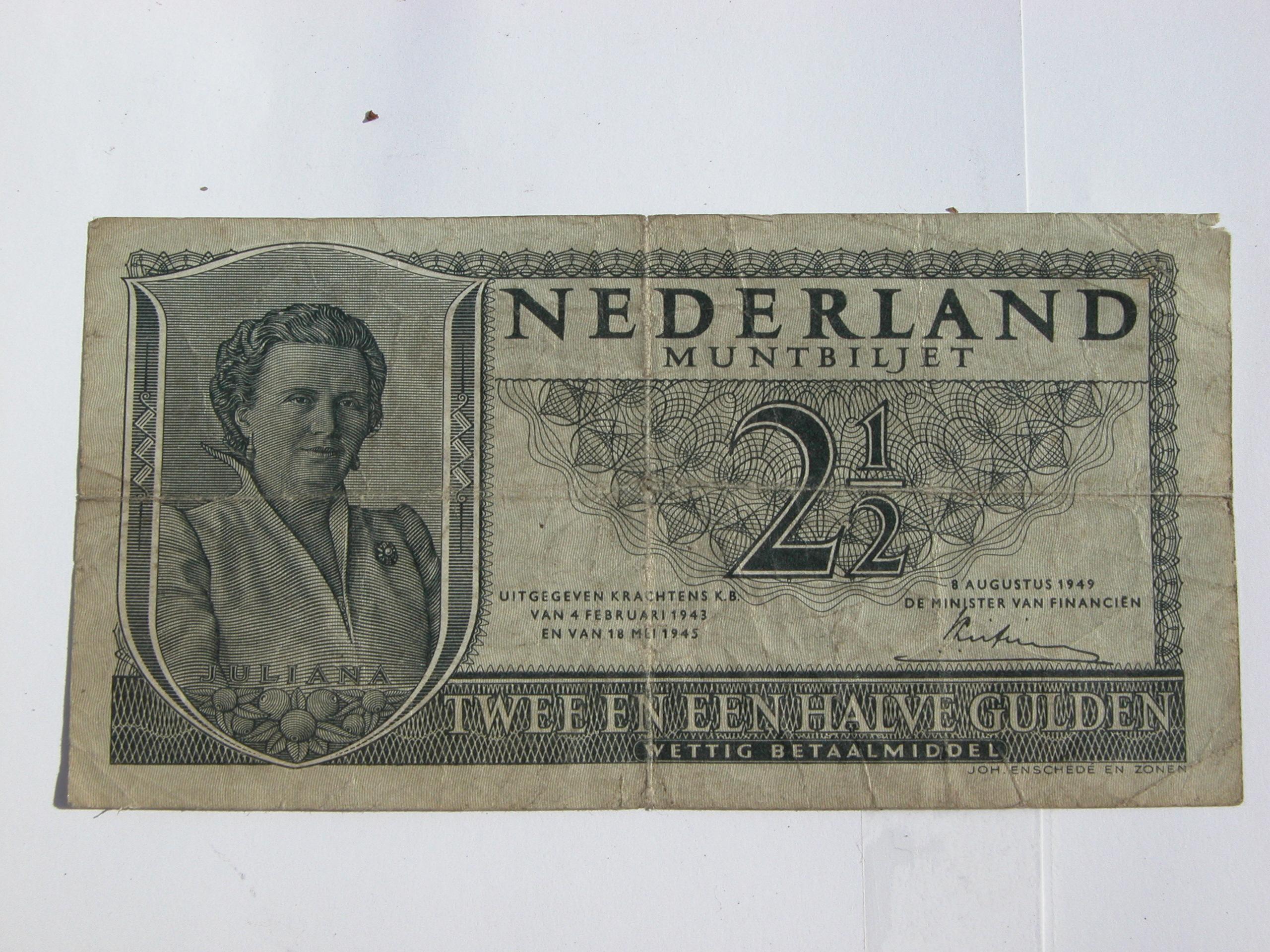 old currency money 2.5 dutch guilder 2.5 gulden