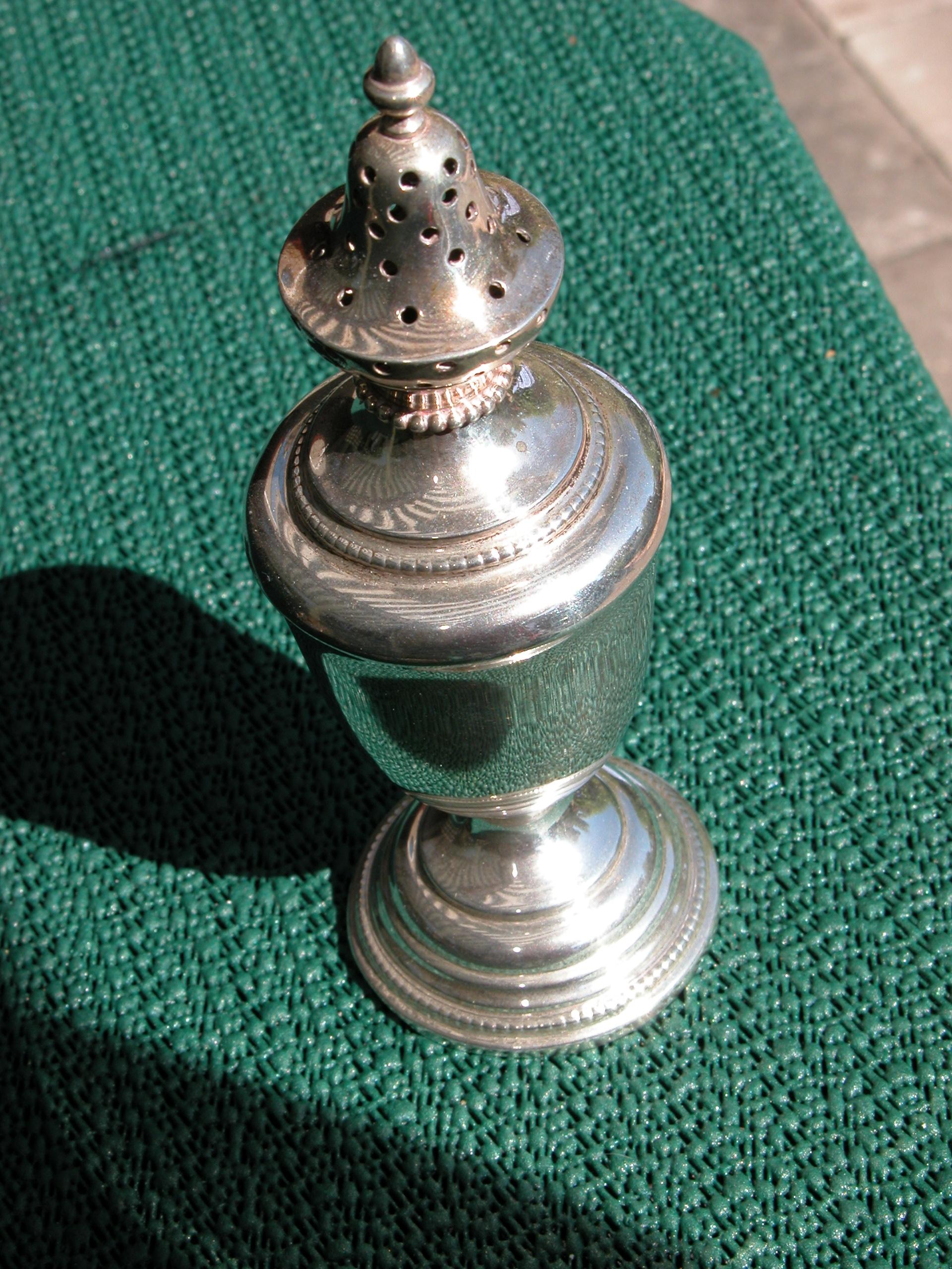 objects household tin silver metal chrome salt pepper saltsprinkler peppersprinkler
