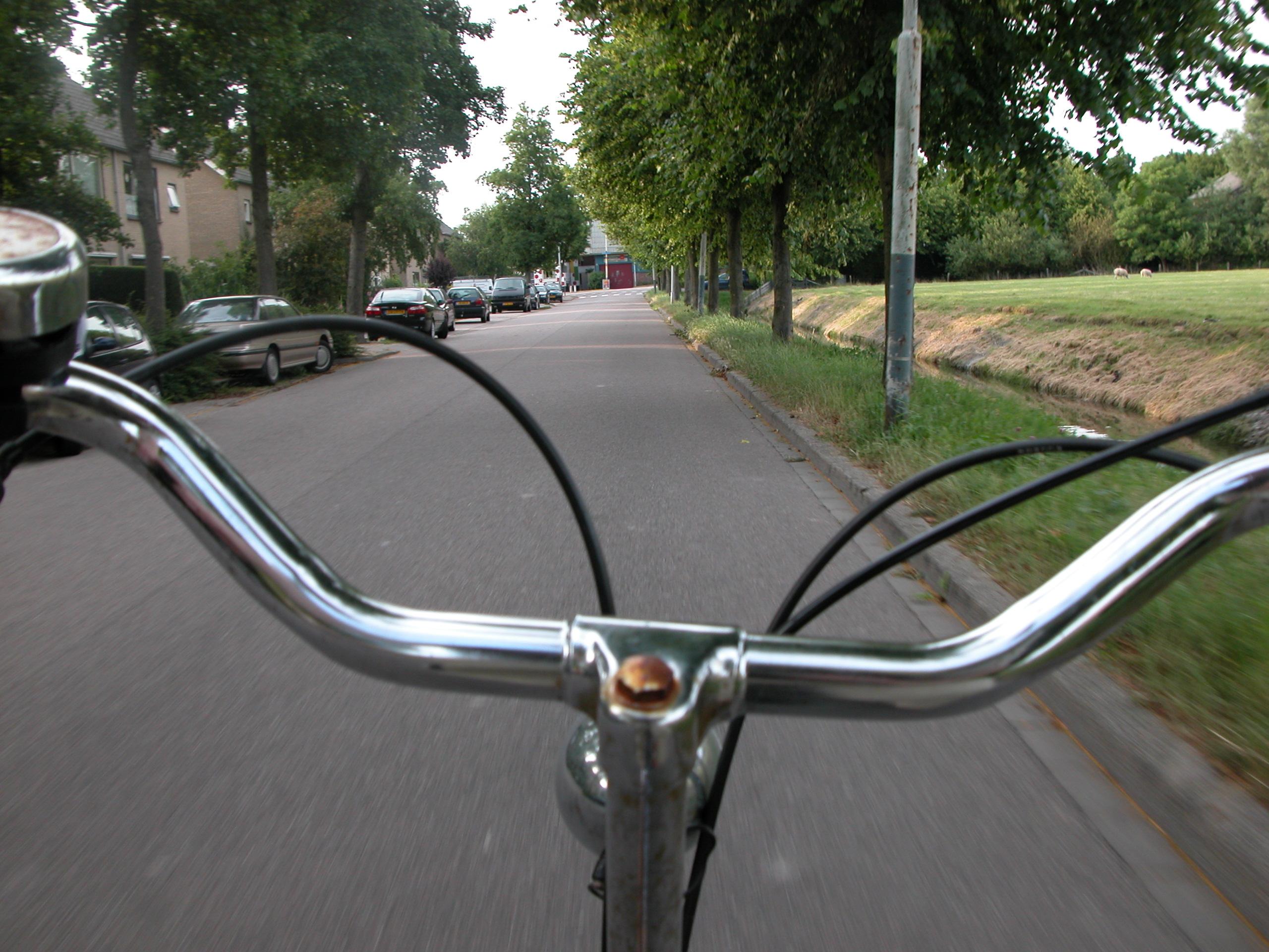bike bycicle steer steering handlebar handlebars metal frontal speed cycling