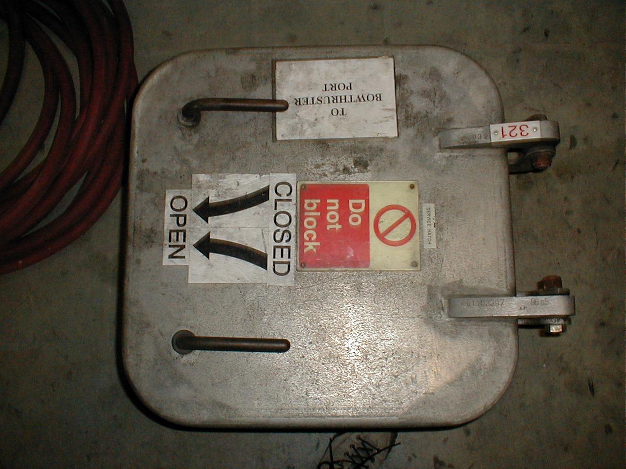 dario hatch metal metals typo typography sign signs do not block closed open arrow arrows square