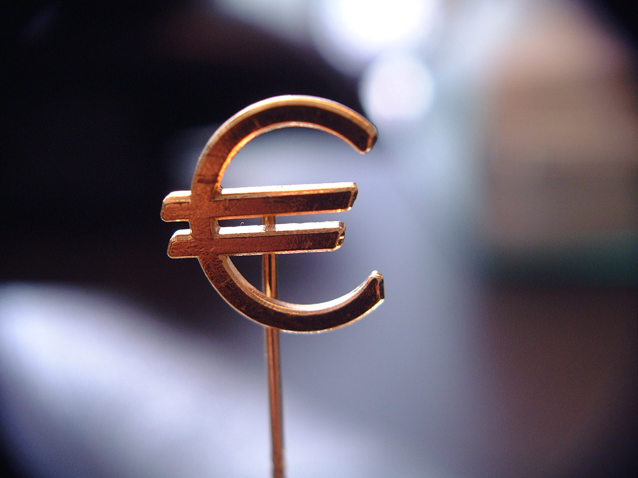 maartent euro money pin copper sign objects signs typo tyopgraphy cash
