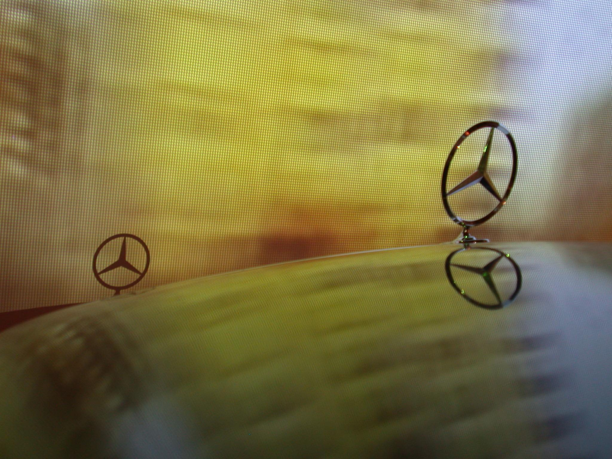 light shining speed fast blur blurry mercedes bonnet hood logo star car