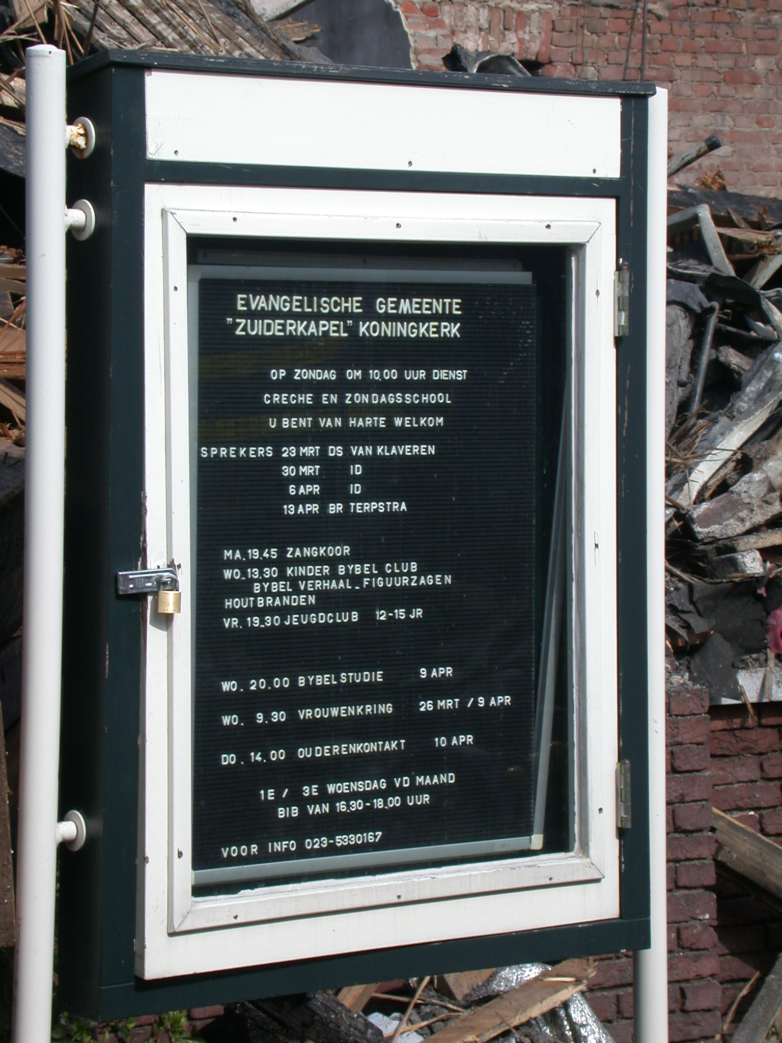 timbetable koningkerk haarlem typo typography modern disaster church churchtimes time agenda plastic