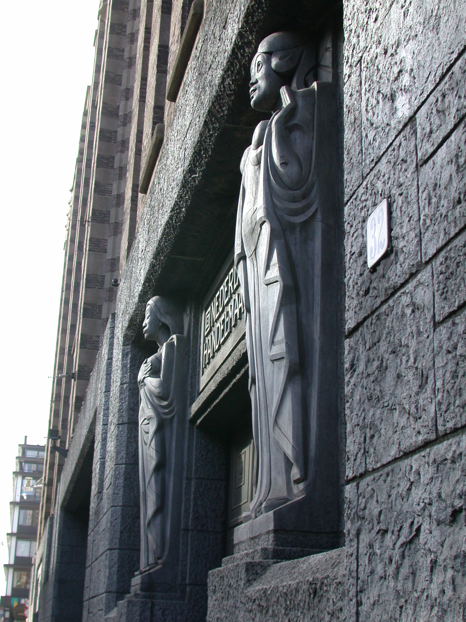 jugendstill art sculptures human humans woman women side entrance