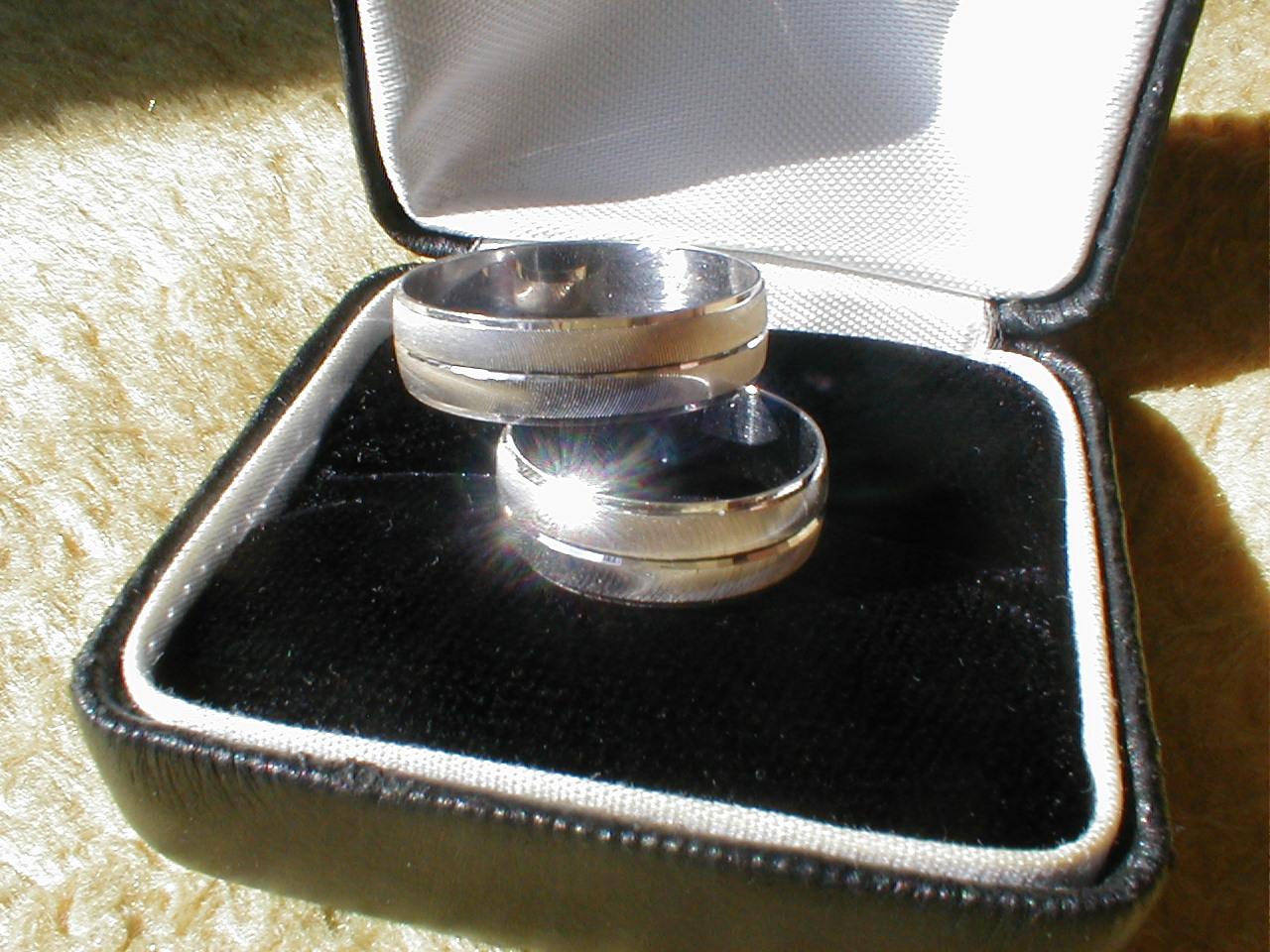 dario wedding rings juwel precious metal wedding box case reflection hilite highlite