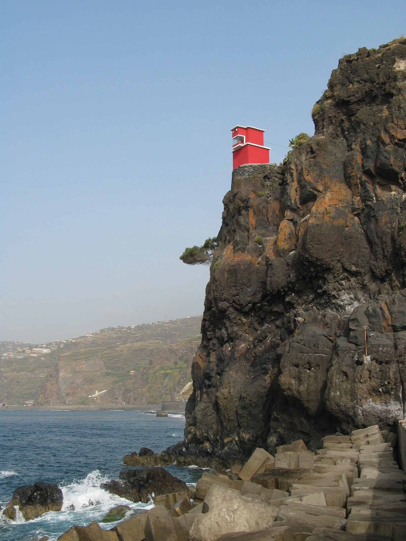 geoff_vane geoff vane cliff face clifface house red sheer