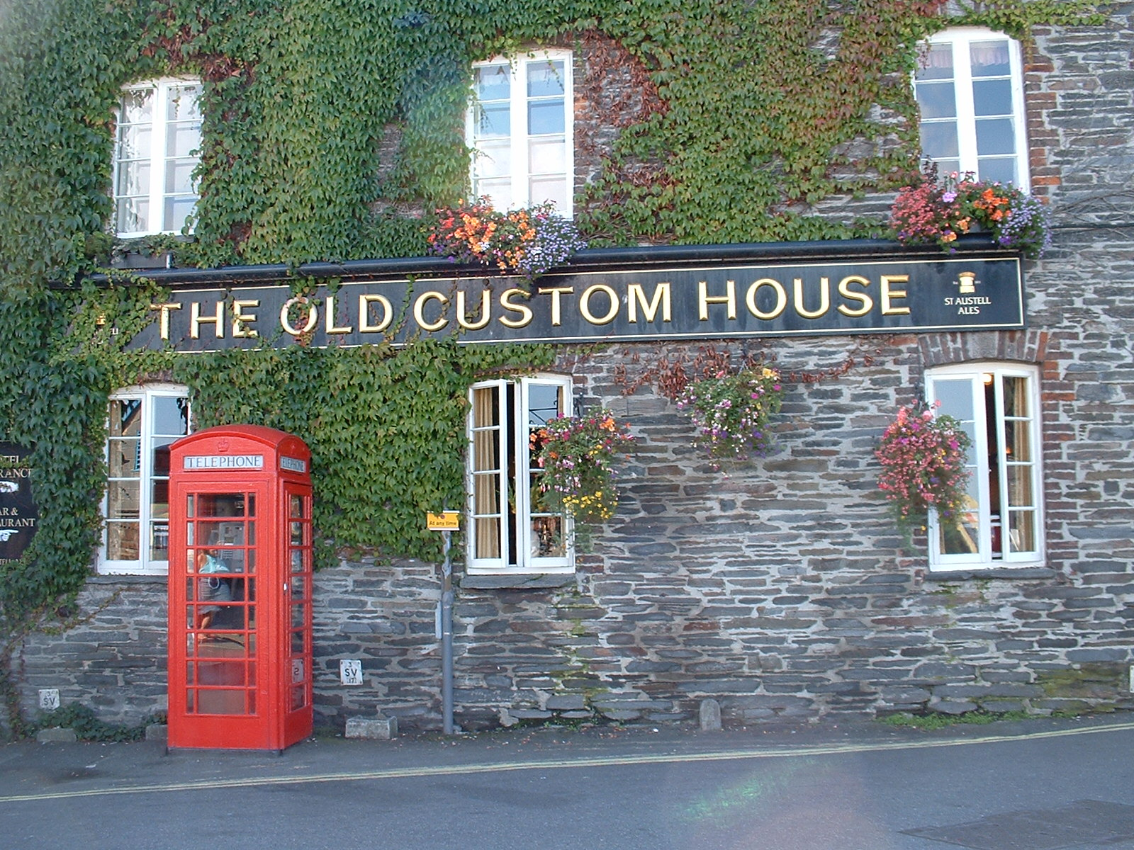 htoml the old custom house wall facade building windows ivy red phonebooth