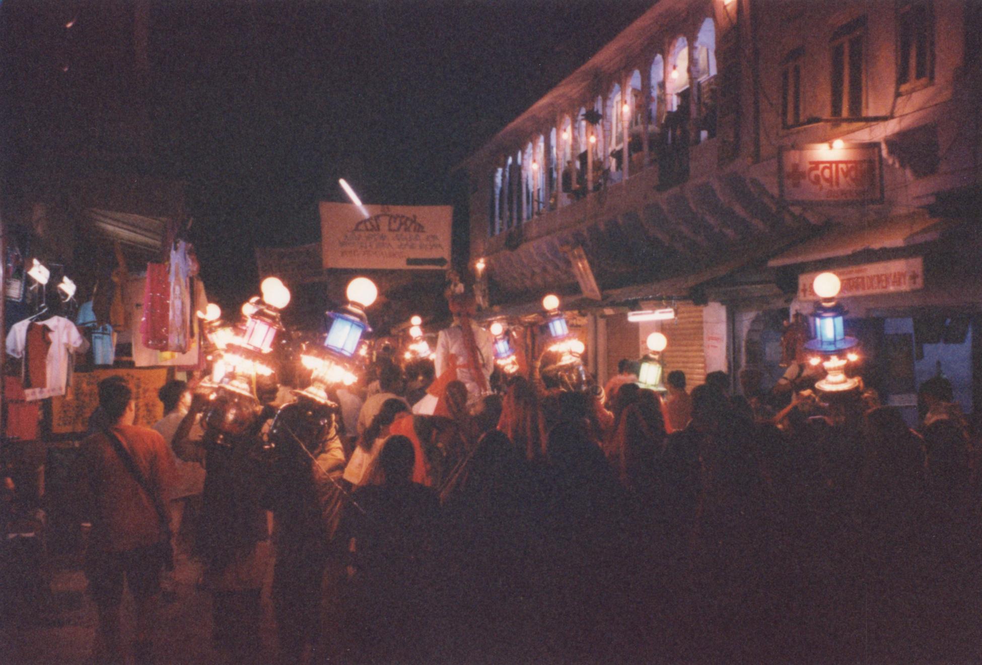iuliana night nighttime dark evening parade lamp light lights procession