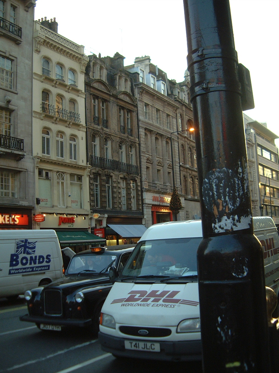 maartent london england street black cab buses dhl delivery
