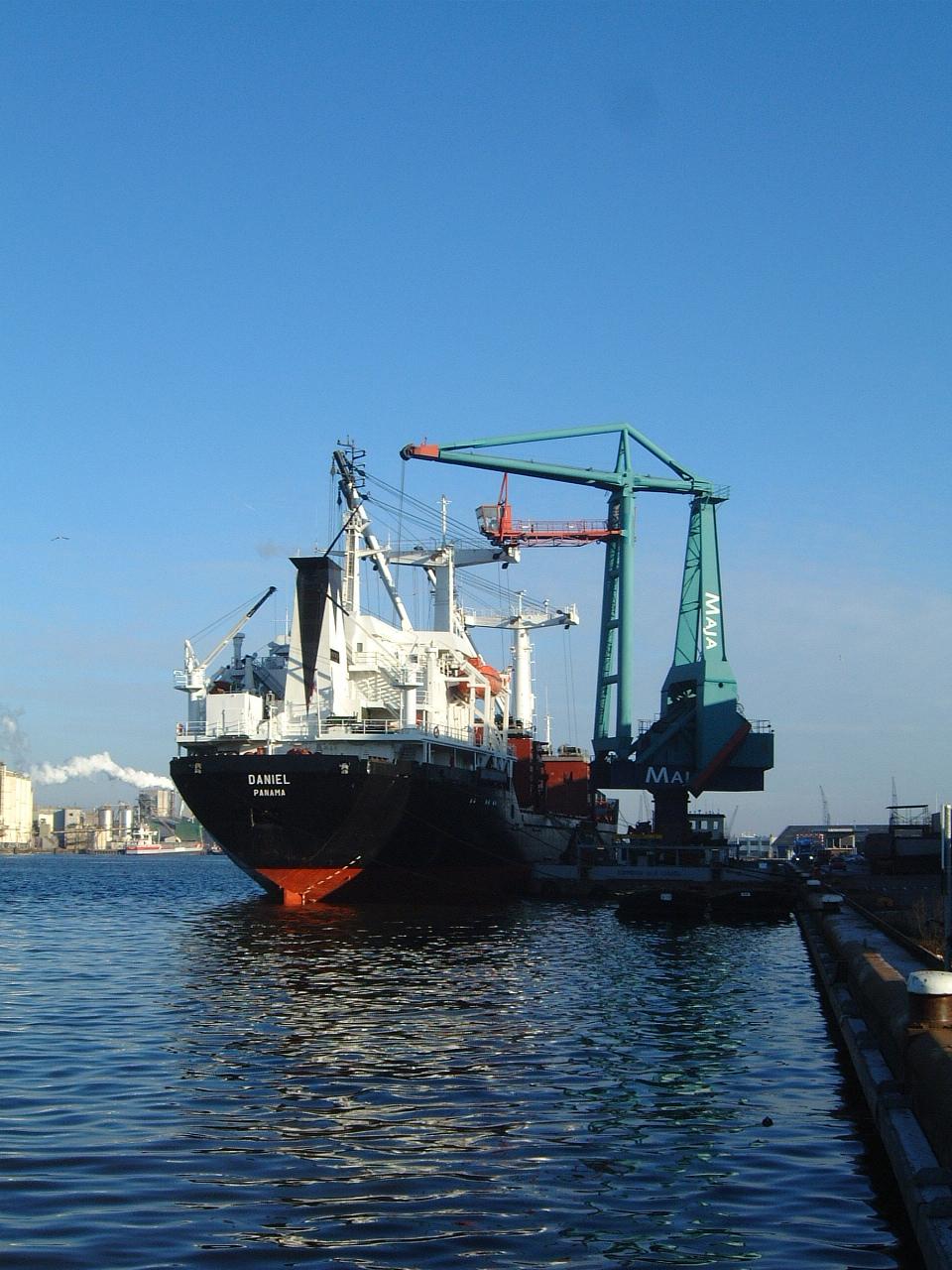 maartent ship dock docked harbor harbour boat cargo loading daniel