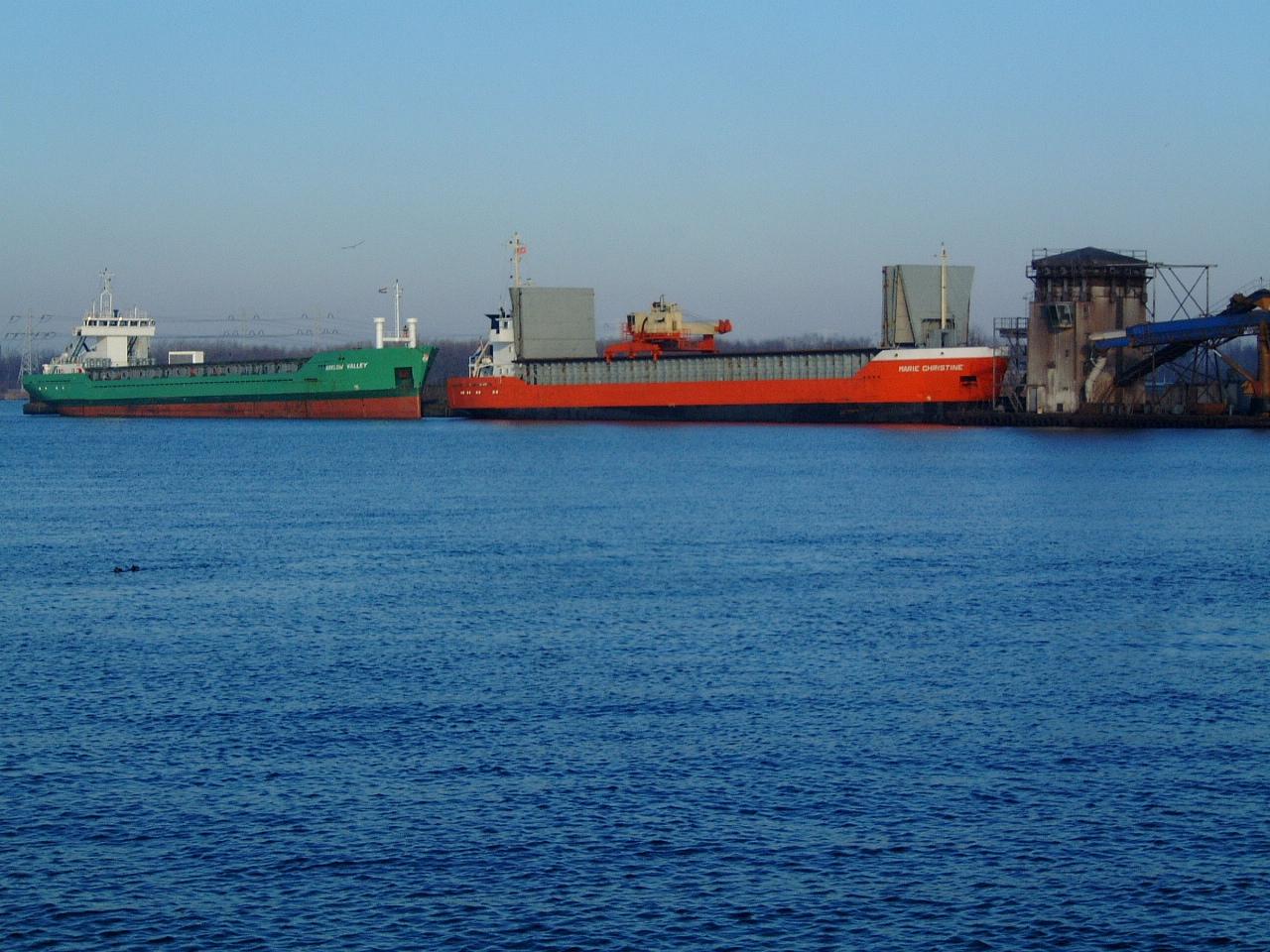 maartent ships in a harbour water