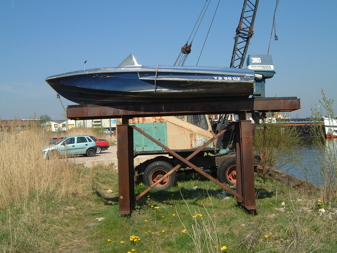 maartent boat on dry land speedboat hi-res
