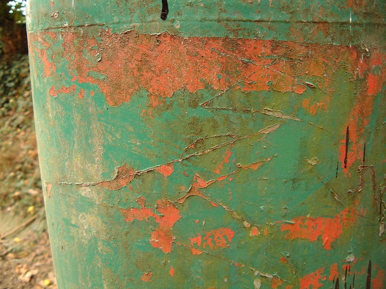 maartent metal scratch scrathed green brown