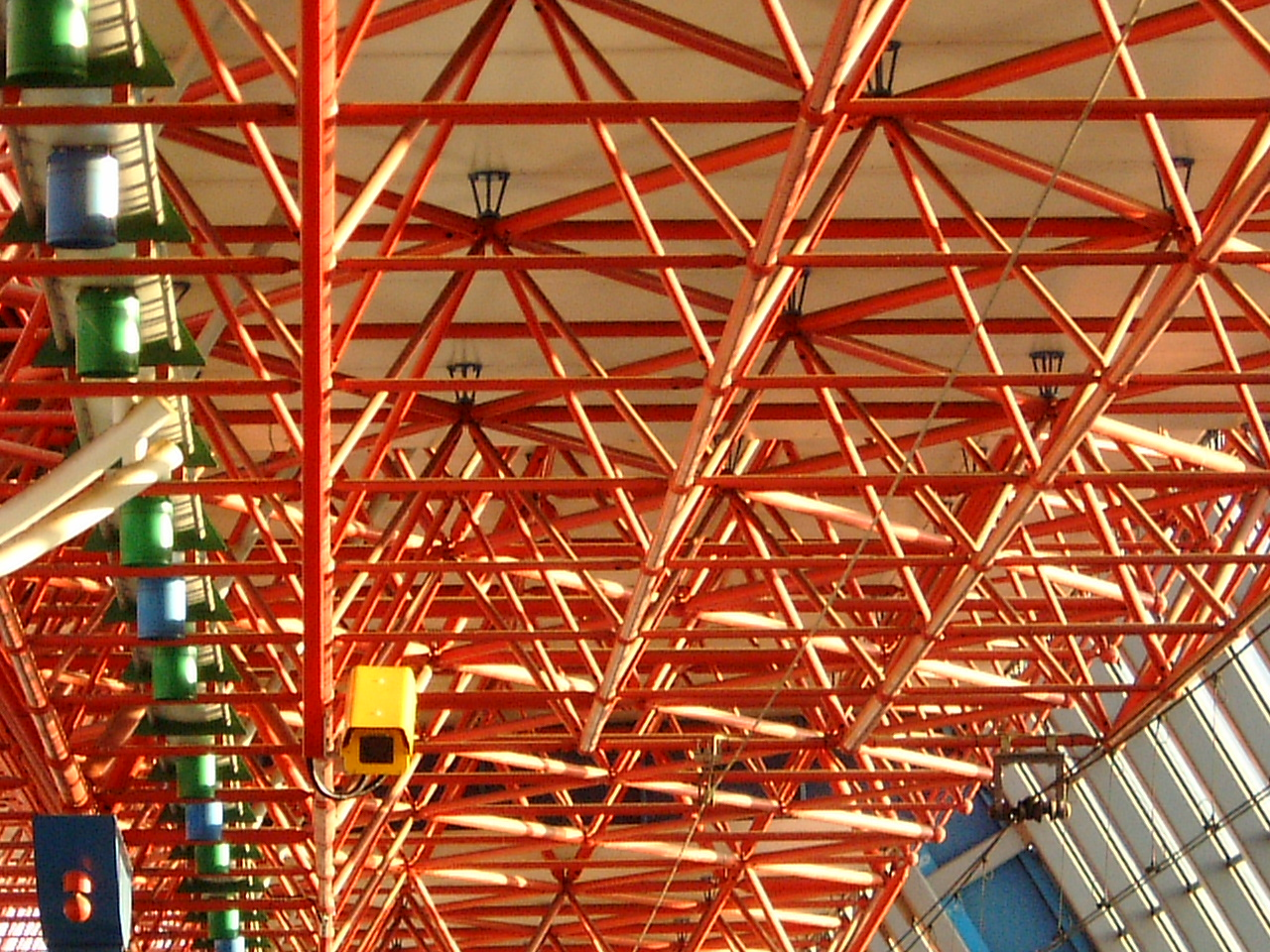 maartent pipes ceiling of a railway station construction red