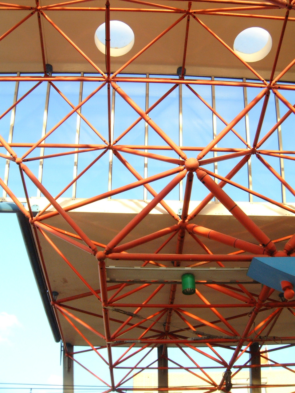 maartent platform pipes building modern design roof