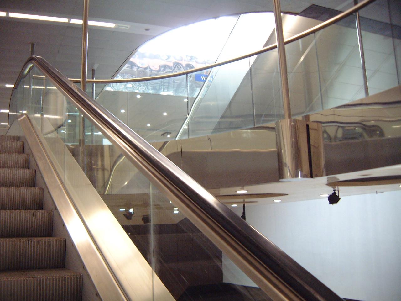 escalator stairs up maartent
