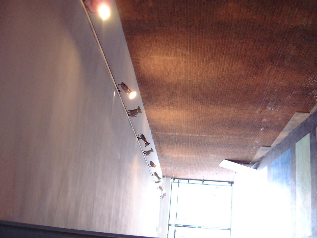 maartent lights spots shining on wall fixtures