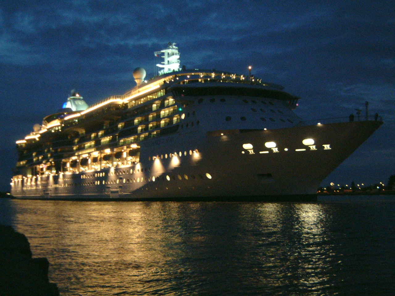 maartent boat pleasure cruise ocean liner ship lights night