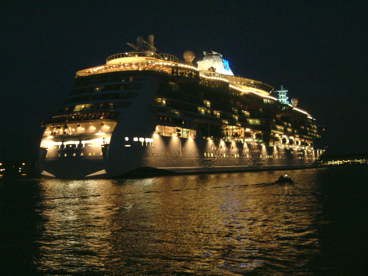maartent boat ship cruise cruiseship lights nighttime pleasure dark