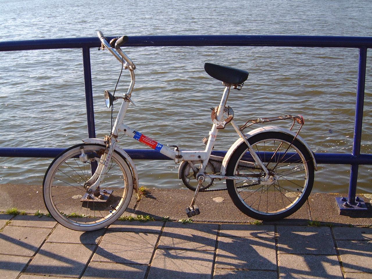 maartent bike bycicle wheels transport cycling saddle small foldup fold up fold-up