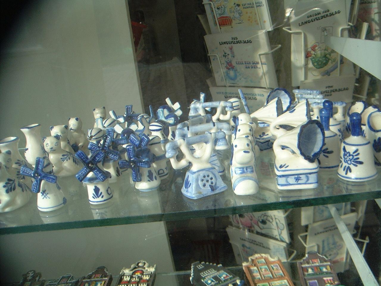 maartent dutch souvenirs delfs blue porcelain