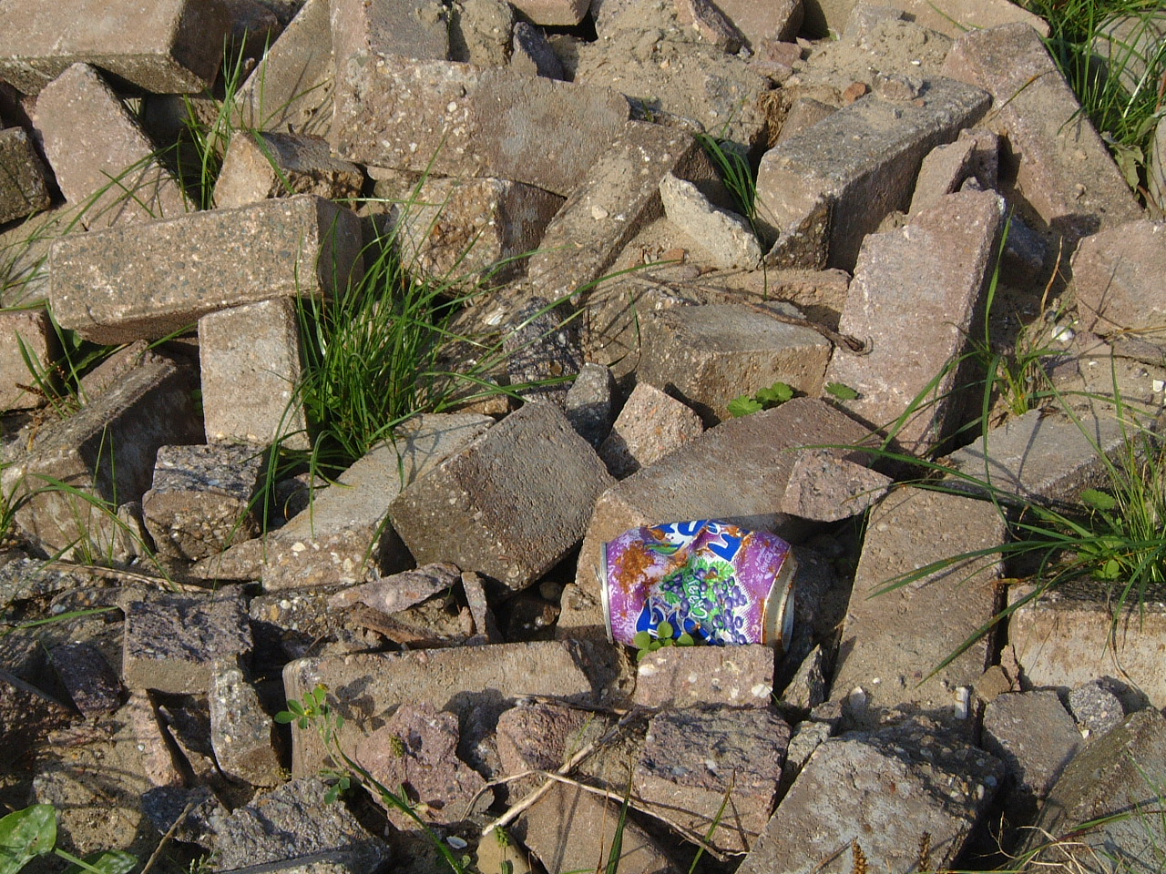 maartent brick bricks can tincan rubble