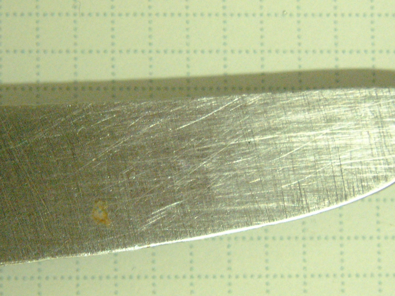 maartent knife scratches scratchmarks sharp kitchen equipment