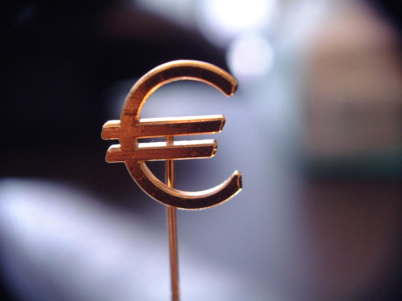 maartent pin scripts euro sign sanserif copper gold money value