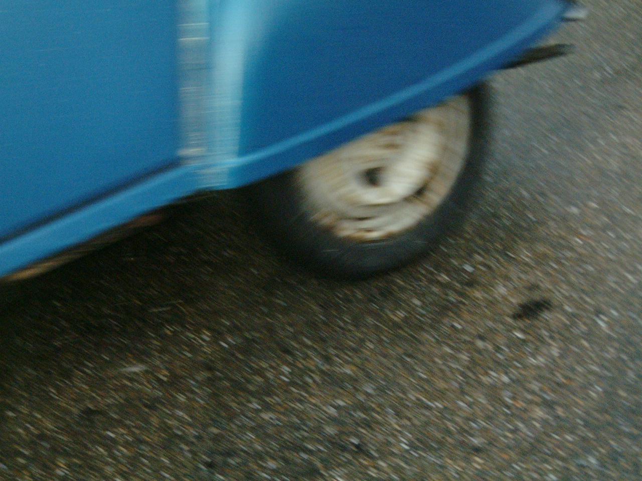 maartent car blue wheel 2gv road