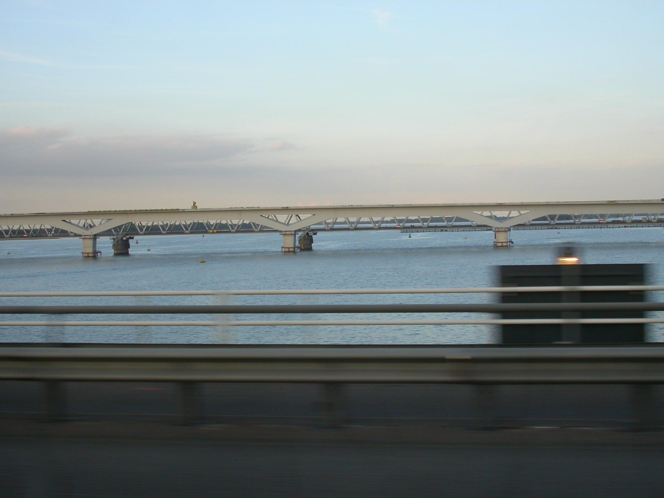 paul bridge water canal pillars