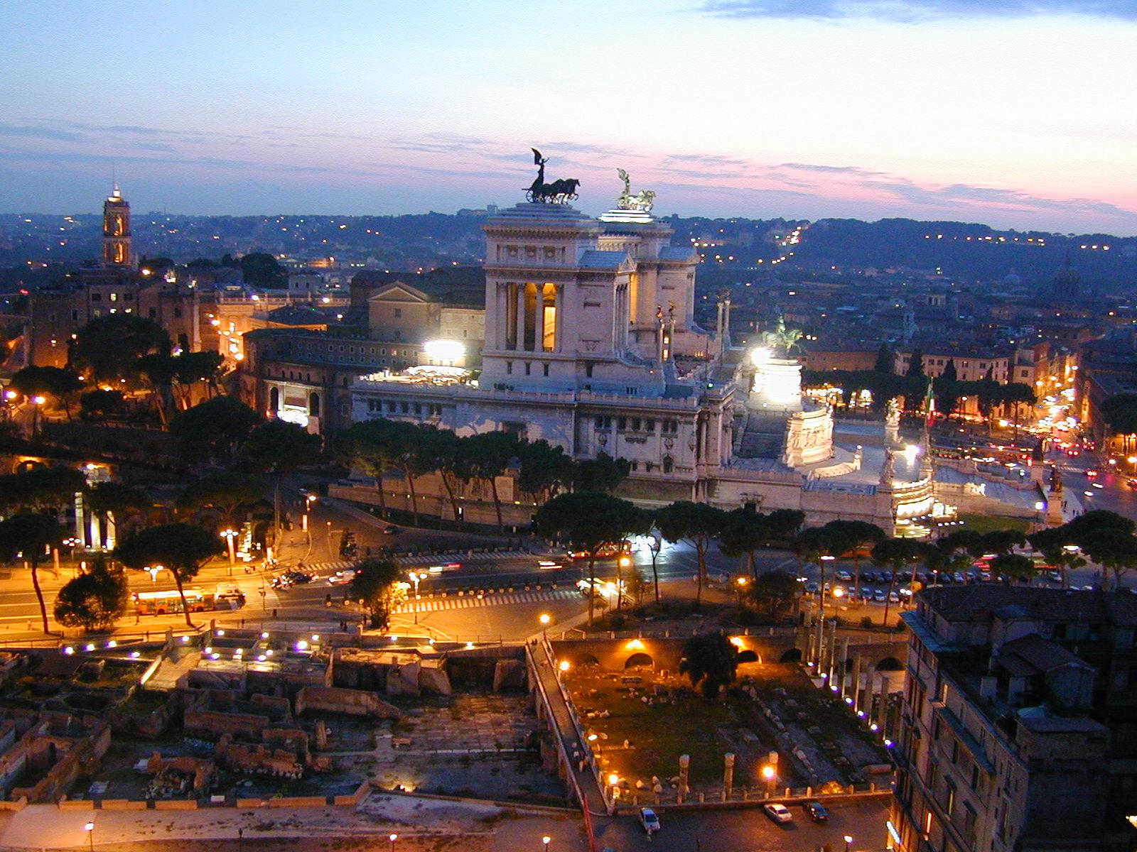raffaelevalobra city view evening dusk lights rome forum Altare della Patria