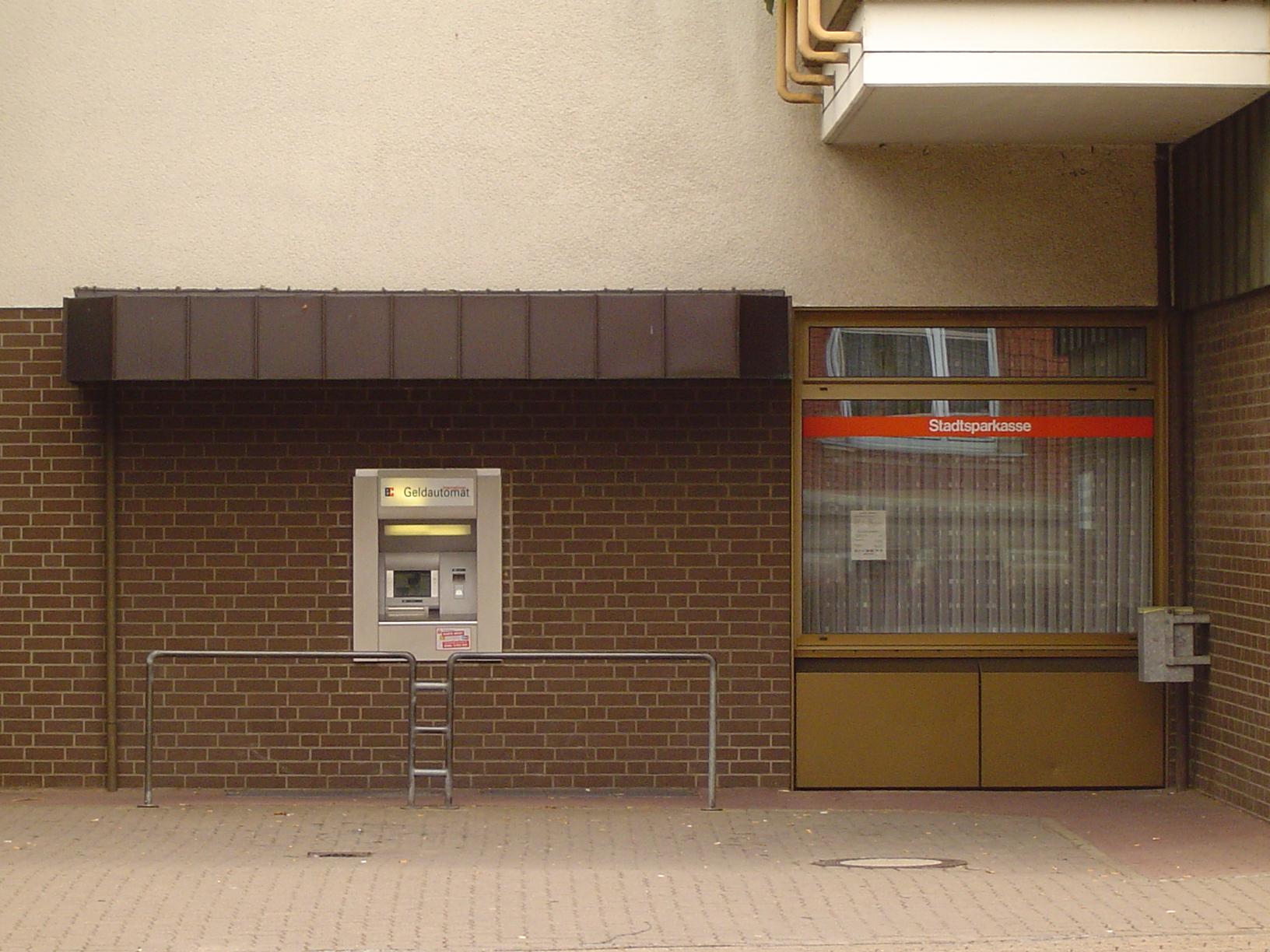 rigoletto cash dispenser cashdispenser atm money wall bank