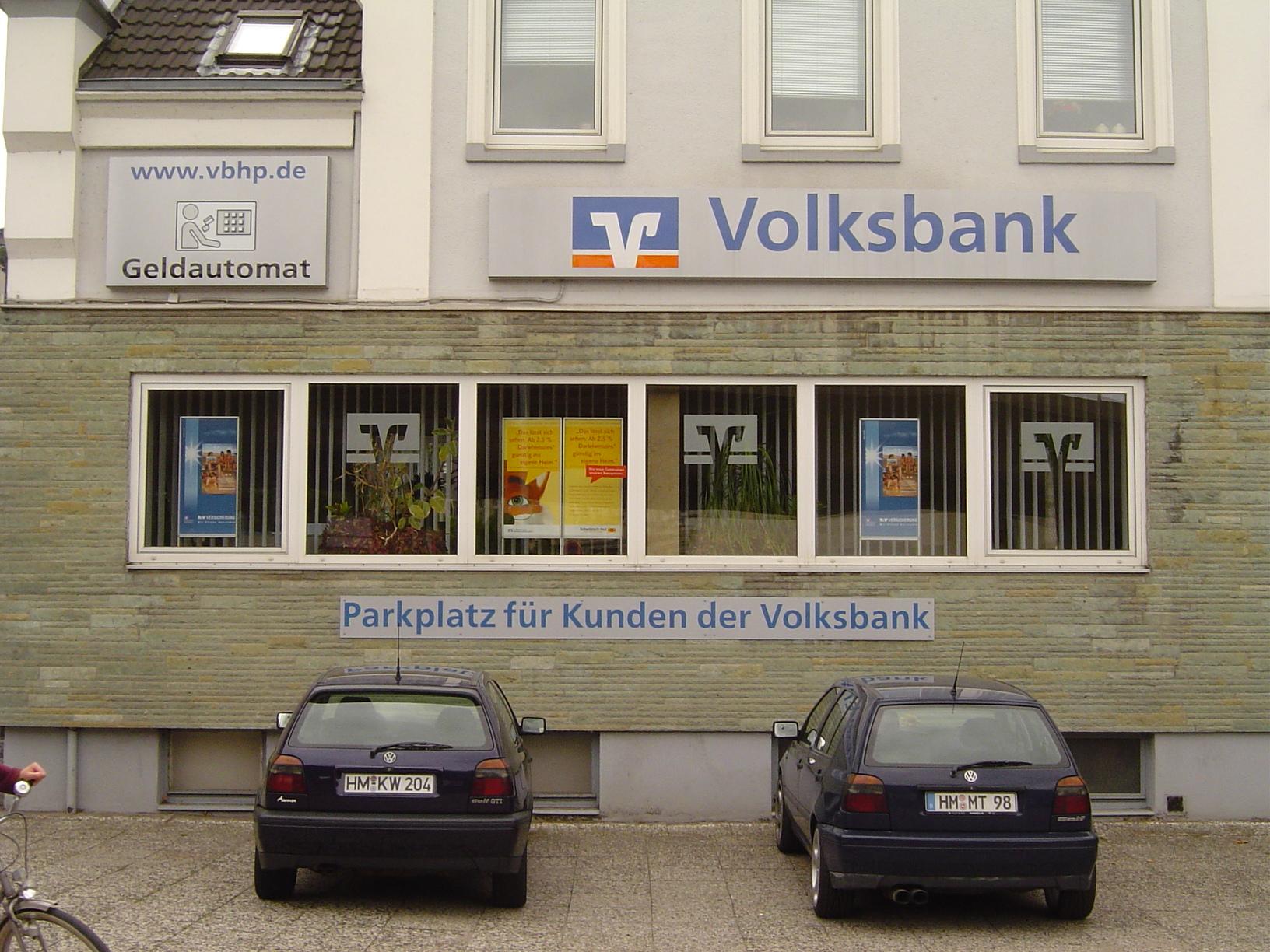rigoletto facade windows parked cars volksbank bank