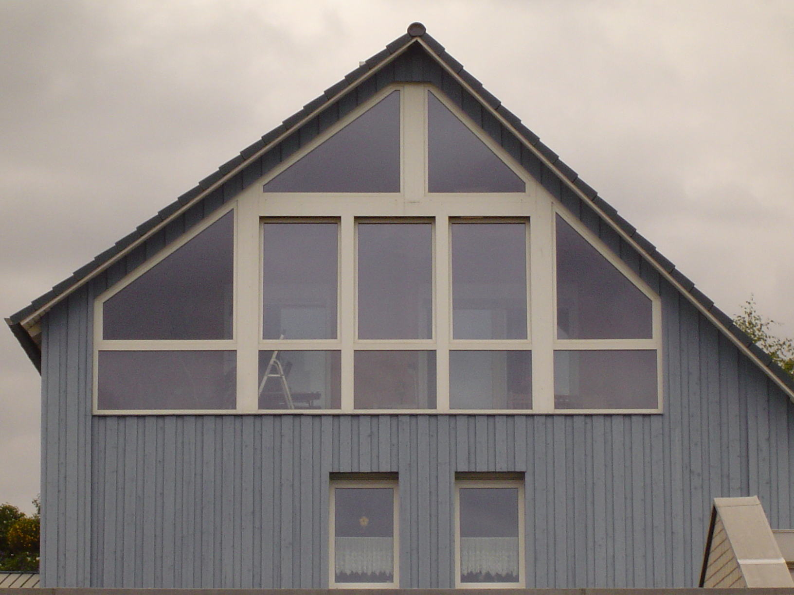 rigoletto shed house pointed roof windows