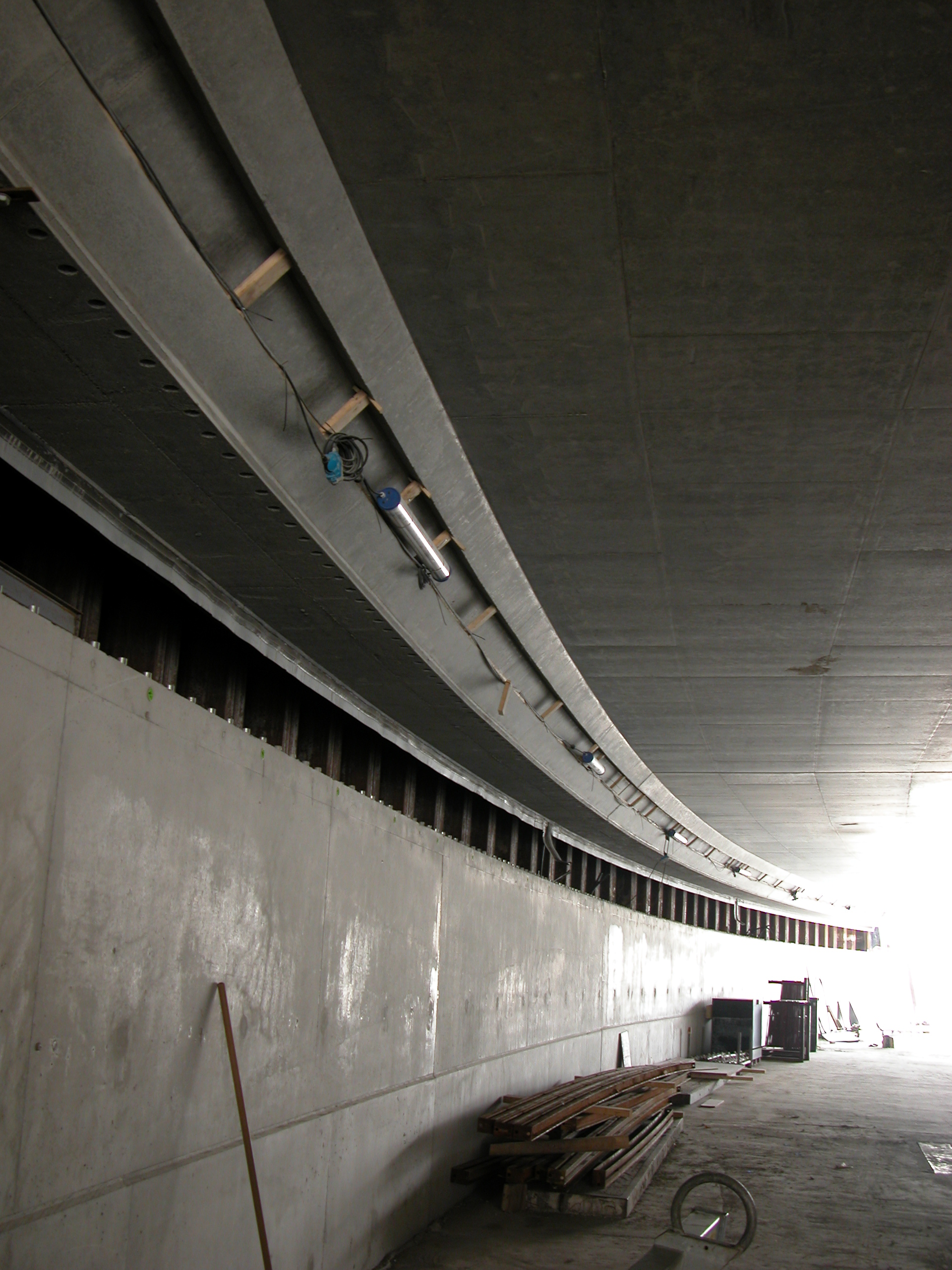 hall tunnel sloped curve curved wall under construction
