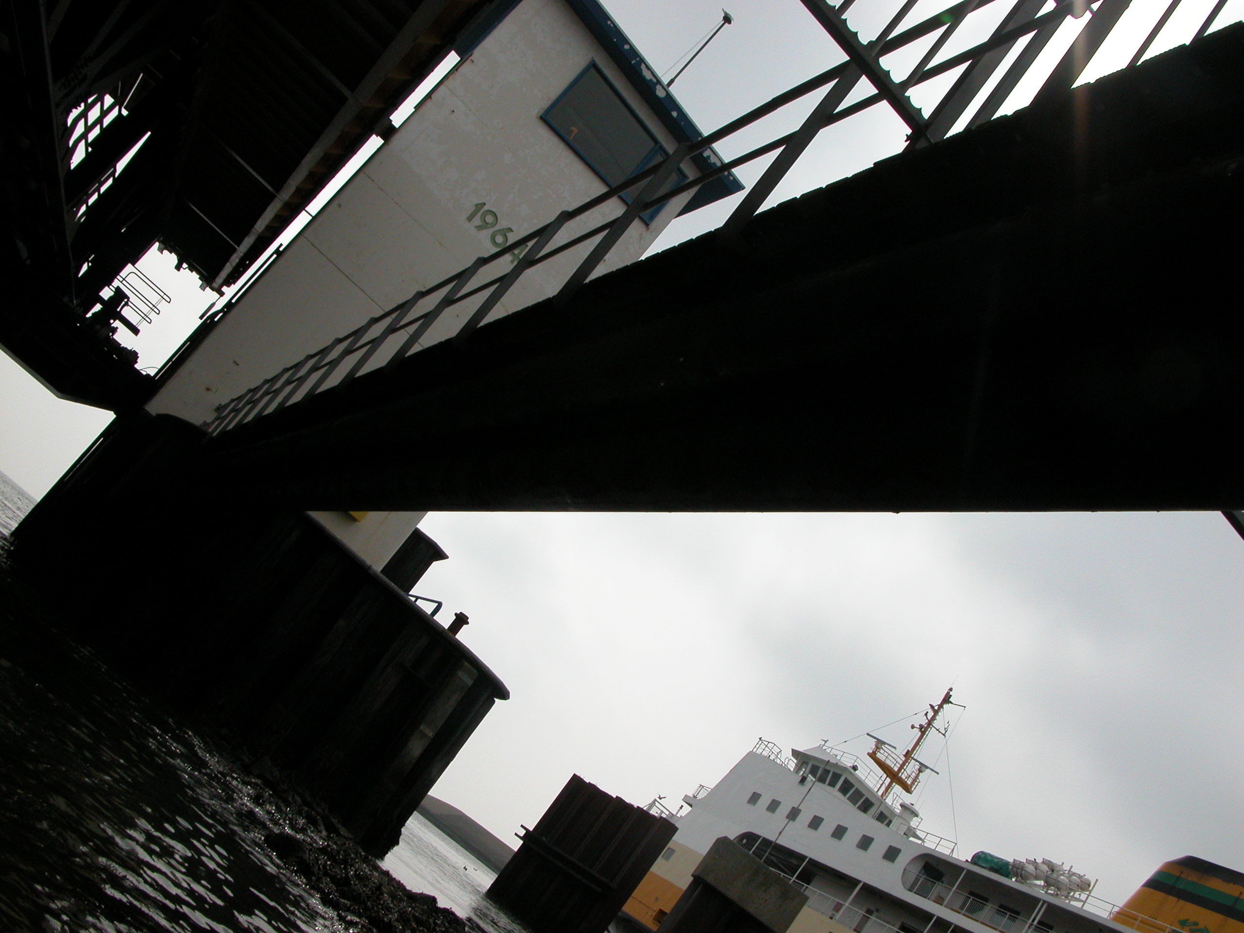 bridge ferry gangplank gangway black outline actionshot railing