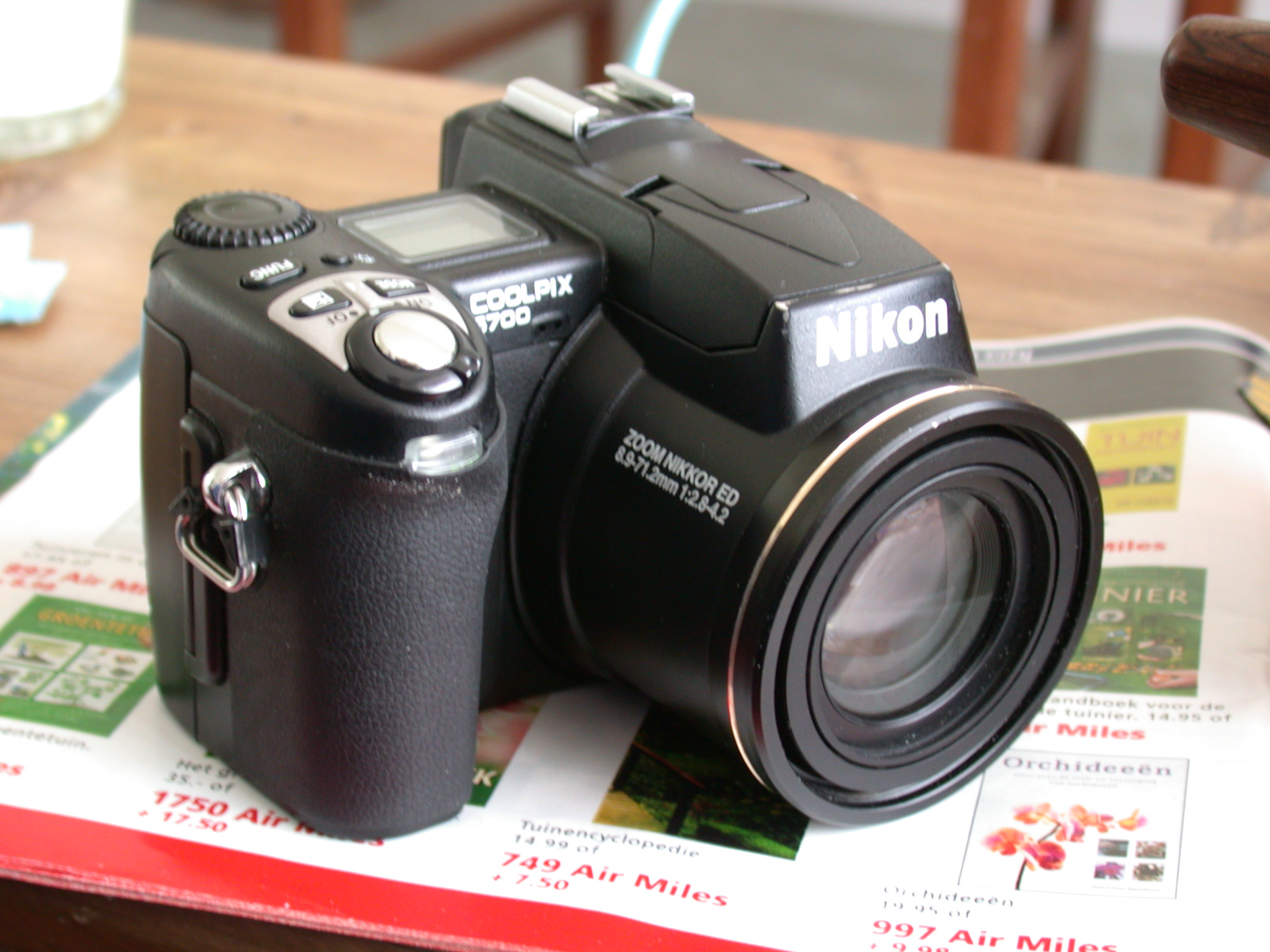 camera digital lens nikon coolpics 5700 shutter