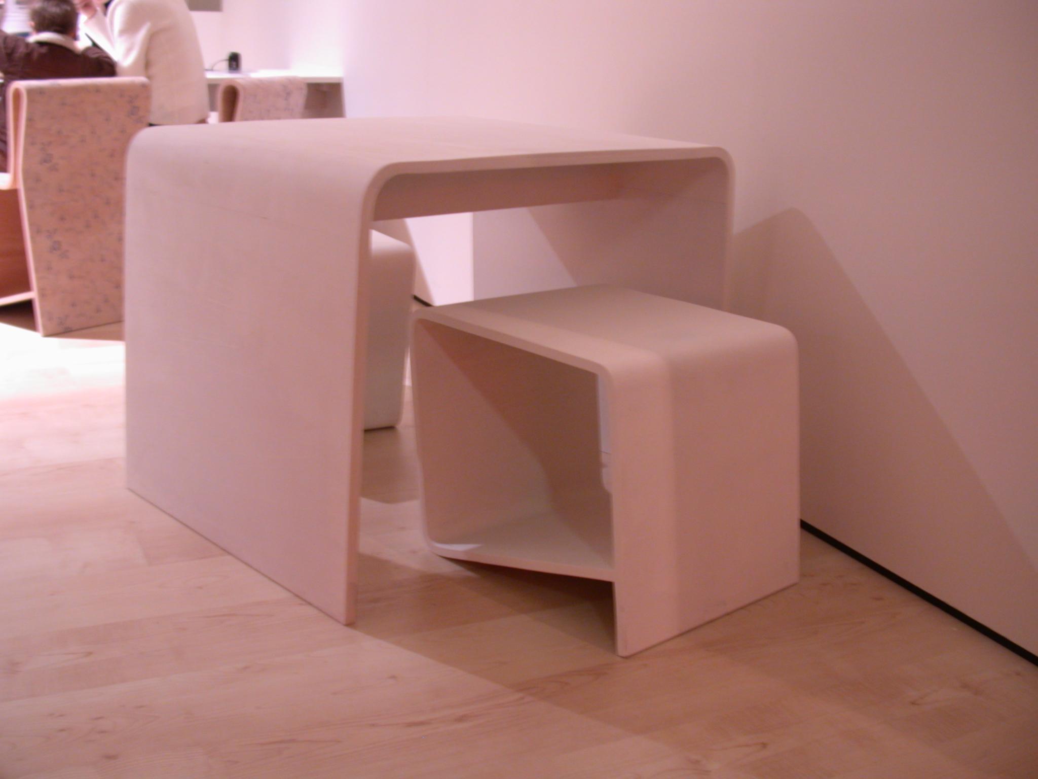 designer table ronded corner