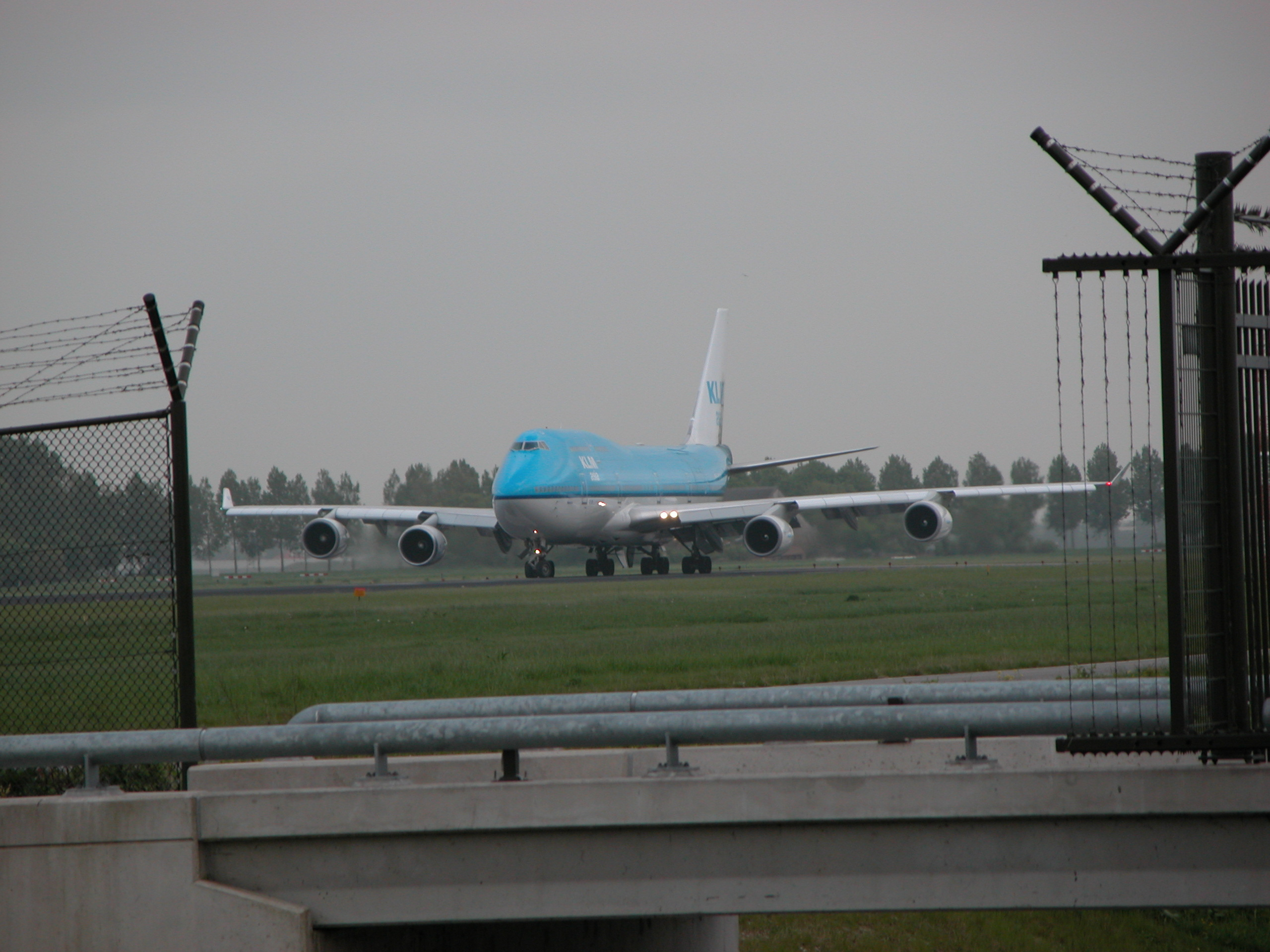 vehicles air boeing 747 taxiing airport schiphol klm jumbojet aeroplane images