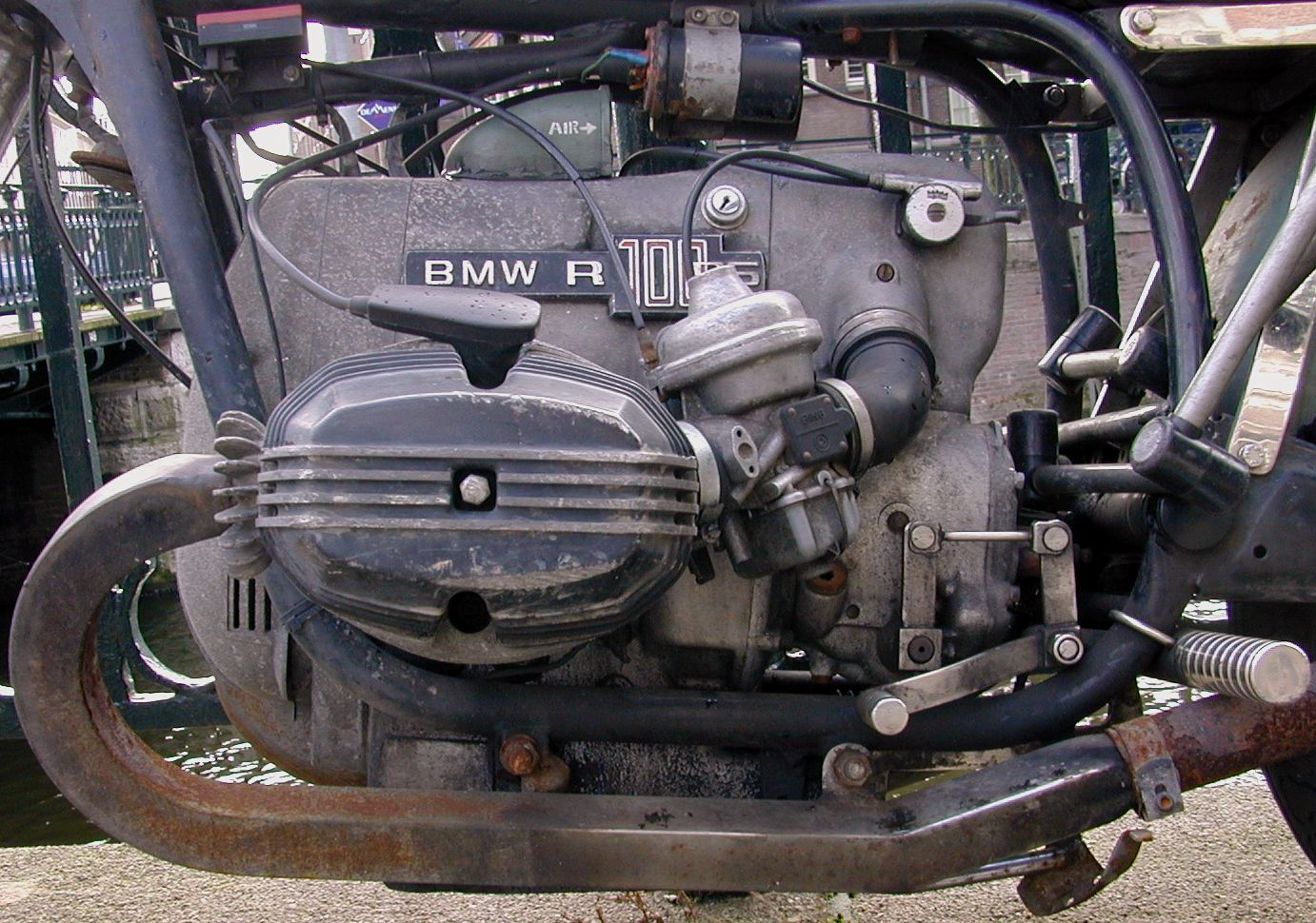 engine motor bmw typo typography air fume co2 spark sparkplug cilinder tubes tube green metal rust city air mechanics